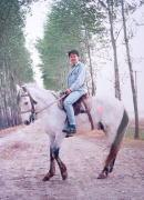 中国では2年間、毎週週末に乗馬をしていました。二回ほど落馬もしたけど・・・。楽しいですよ♪